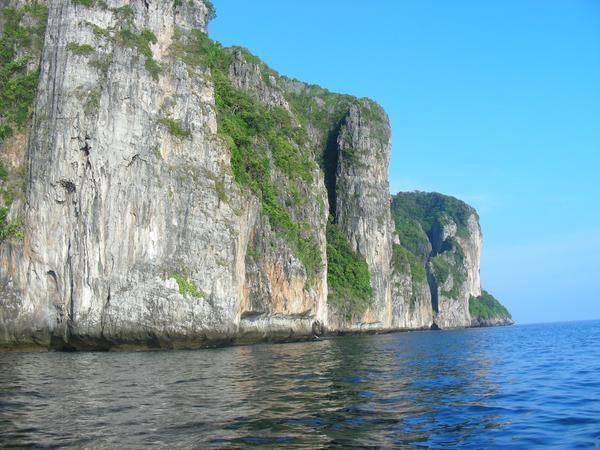 Скалы острова Пи Пи - места скалолазов