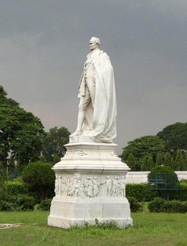 Статуя Дж.Керзона в парке Мемориала Виктории в Калькутте (фото автора)