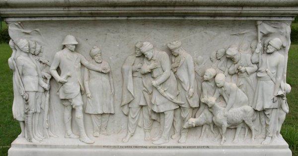 Вице-король принимает присягу вождей Северо-Западных границ. Рельеф в основании памятника Дж.Керзону