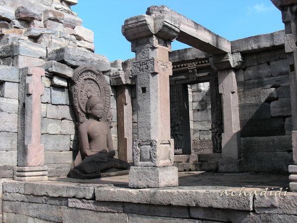 Руины древнего буддийского монастыря в Санчи