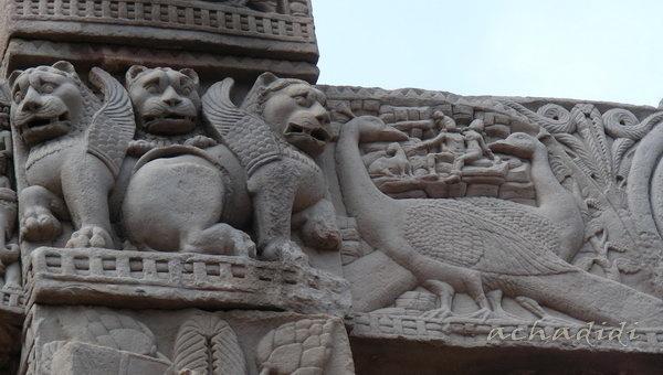 Санчи. Крылатые львы и павлины