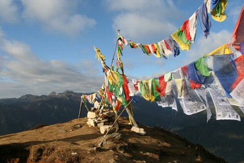 Молитвенные флаги над хребтом Сингалила