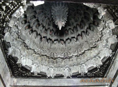 Резьба потолочного купола в храме Сомнатхапура, виз изнутри