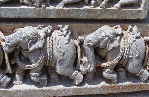 Слоны - орнаментальный фриз в Сомнатхпуре