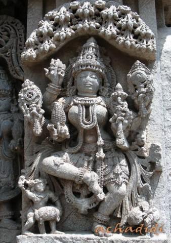 Вишну из храма Кешава в Сомнатхпуре, скульптура на наружней стене