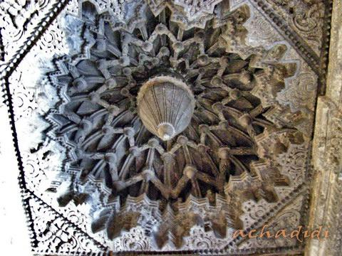 Резной купол храма Кешава в Сомнатхпуре, вид изнутри