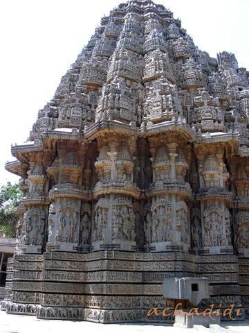 Храм Кешава в Сомнатхпуре, 1 из 3 звездчатых куполов, декорированный покрытый резьбой и скульптурой