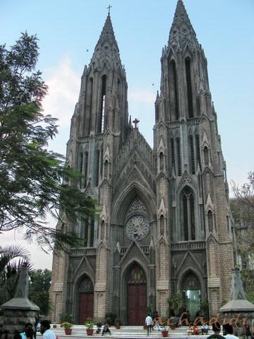 Собор святой Филомены - самый большой католический храм  Майсора