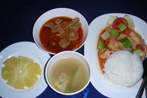 комплексный обед в тайском поезде