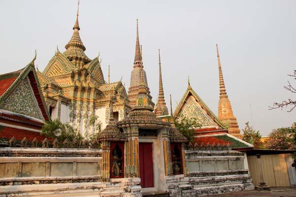 Vat Pho, фото со стороны набережной