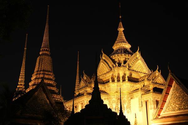 Ват Пхо вечером