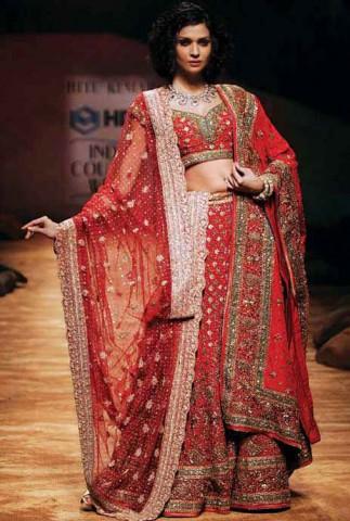 Свадебный ленга чоли. Фото к статье NIFT - родина индийской моды