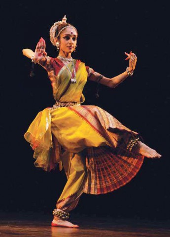 Индийская танцовщица, фото к статье Воспевая космический танец Шивы