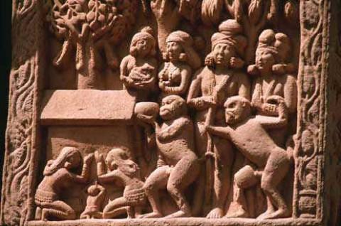 Фрагмент, Обезьяна приносит мед для Господа Будды, колонна, Северные ворота.
