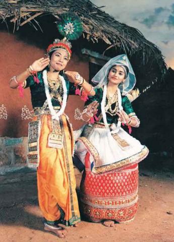 Радха и Кришна в представлении в стиле Манипури