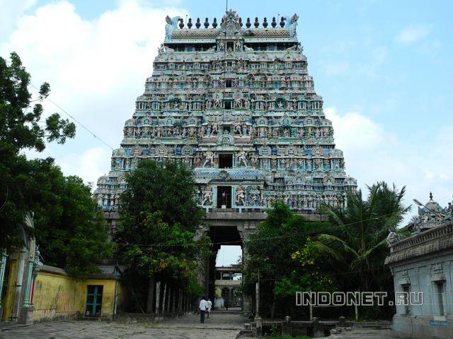 Чидамбарам, храм танцующего Шивы. Гопурам храма