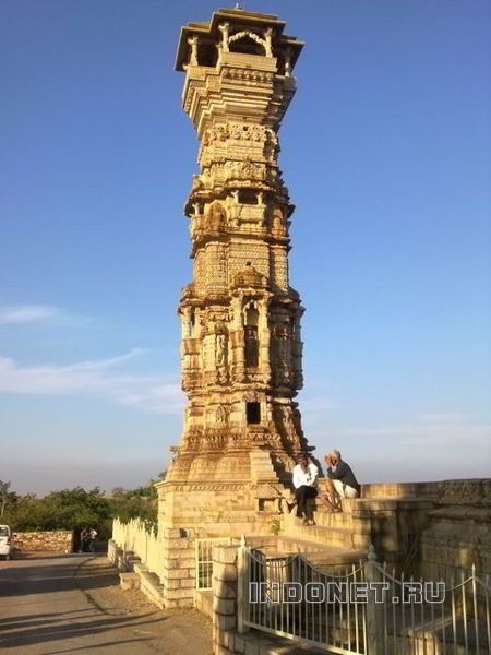 Резная колонна в Читторгаре, Раджастан, Индия