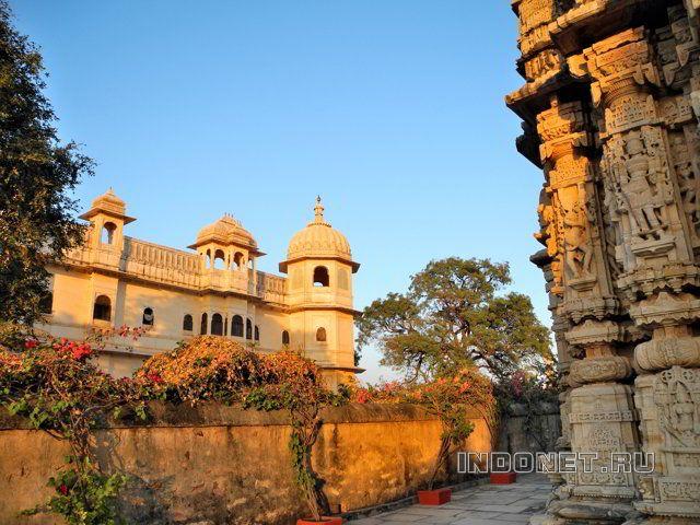 Дворцы и храмы Читторгарха на закате