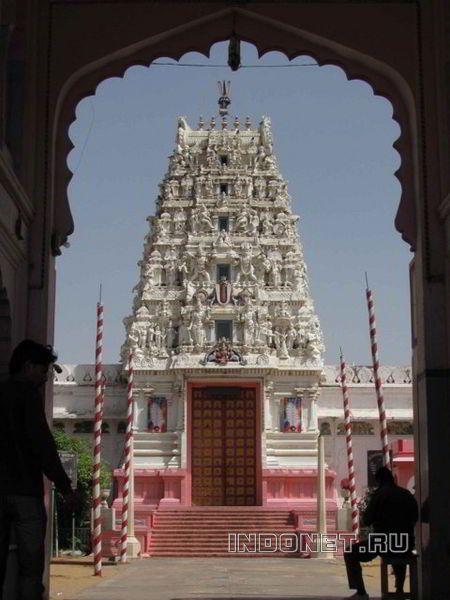 Индуиский храм в Пушкаре