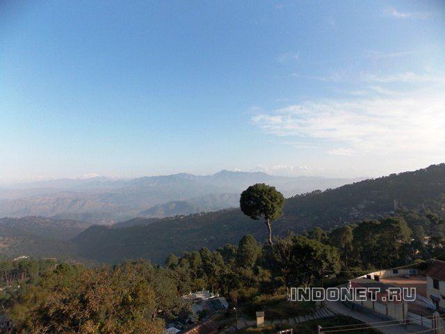 Раникет, вид на Гималаи
