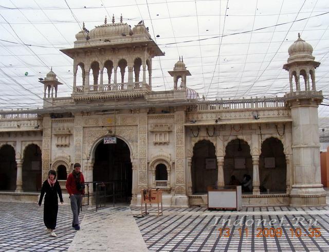 Дешнок, храм