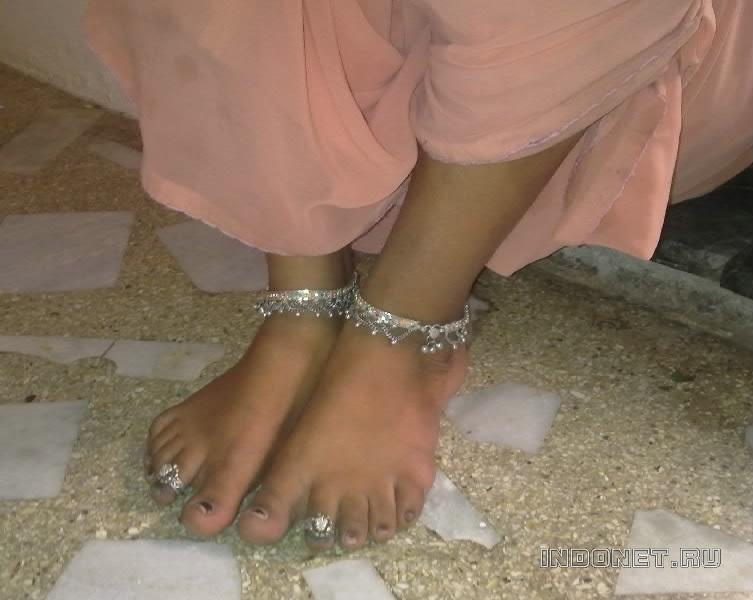 кольца на ногах индианки