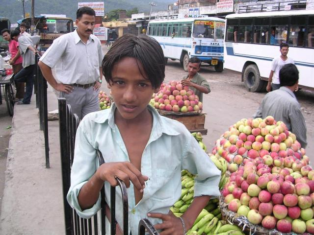 Мальчик с фруктами