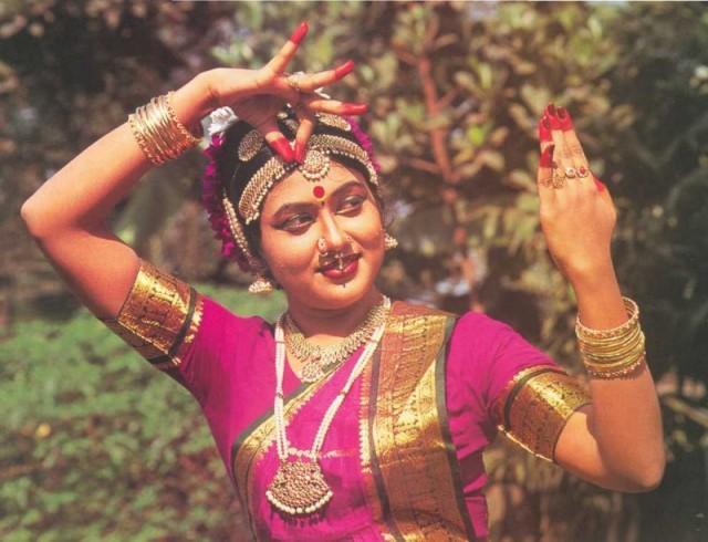 Танцовщица бхаратнатьям