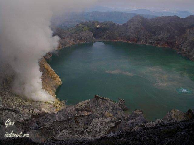 Иджен. Вулканическое озеро
