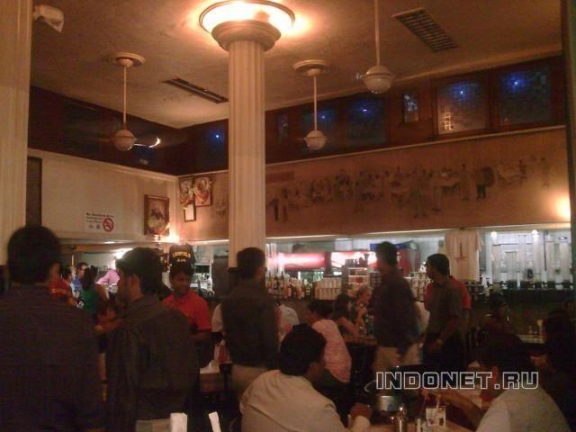 Мумбаи, кафе Леопольд