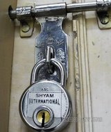 Thumb_Indian_door_lock.jpg