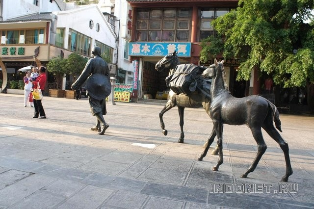 China_Kunming_sculpture.jpg