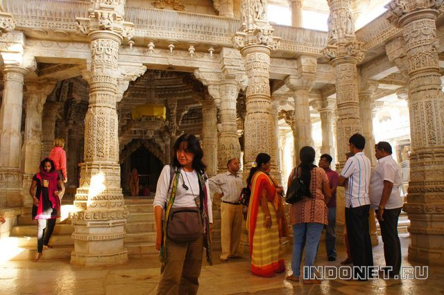 India-Ranakpur_jain_temple-2.jpg
