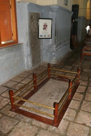 Могила Васко да Гамы в церкви Св.Франциска