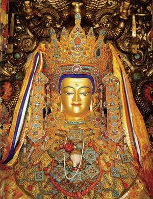 Позолоченная статуя 12-летного Будды Шакья-Муни в человеческий рост, фото russian.cri.cn