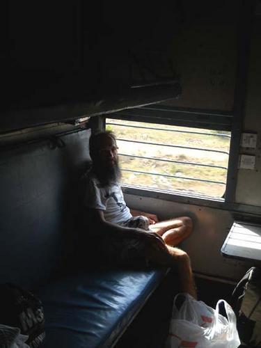 Поезд в Индии. Вот он - тот самый вагон FC-класса