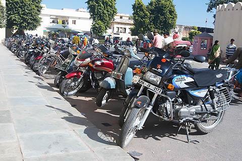 Мотоцикл – самый распространённый вид автотранспорта в Индии
