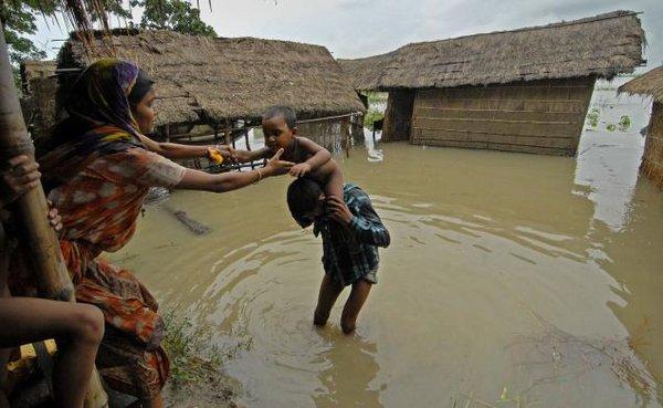 Наводнение в Индии. Фото Ritu Raj Konwar, thehindu.com