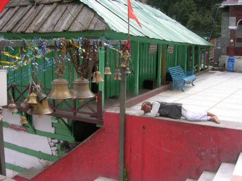 колокола в храме Ганготри