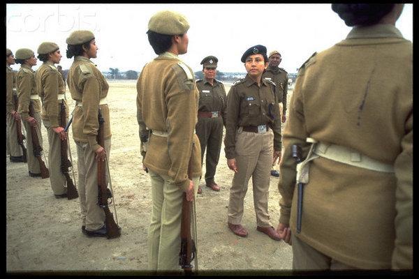 Женское подразделение индийской полиции с винтовками No.4 Mk I. На ремне у ближней девы виден игольчатый штык