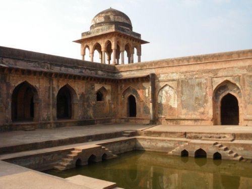 Манду. Дворец Баз Бахадура