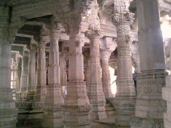 Ранакпур, внутри храма
