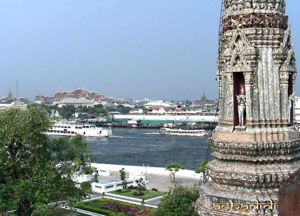 Храмы Бангкока, вид с вата Арун на ват По