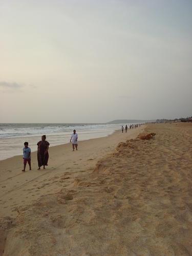 пустынный пляж Кандолима