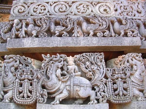 Фото фрагмента фриза храма