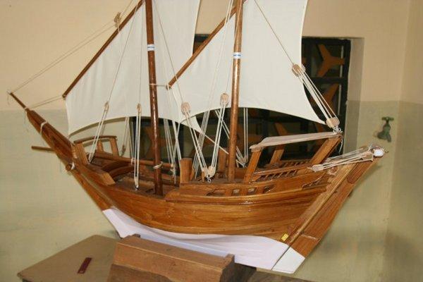 Тиковая модель кораблика-доу, сделанная в Бейпуре