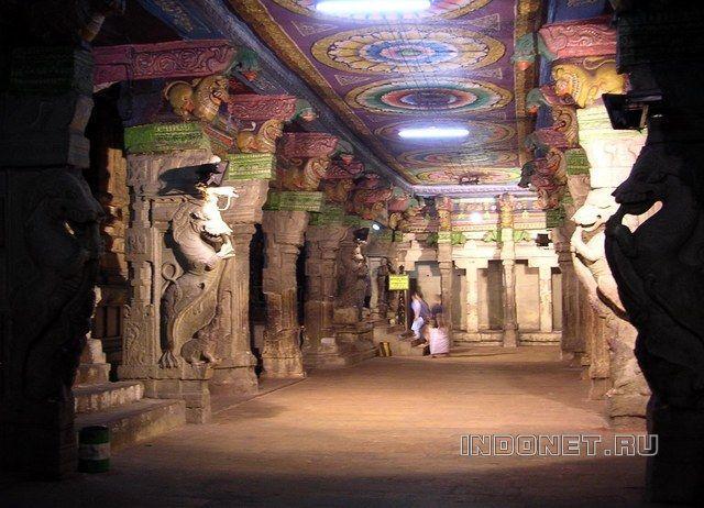 Внутри храма Минакши сундарешвар, Мадураи, Тамил Наду