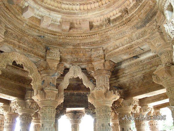 Фото храма солнца в Модхере