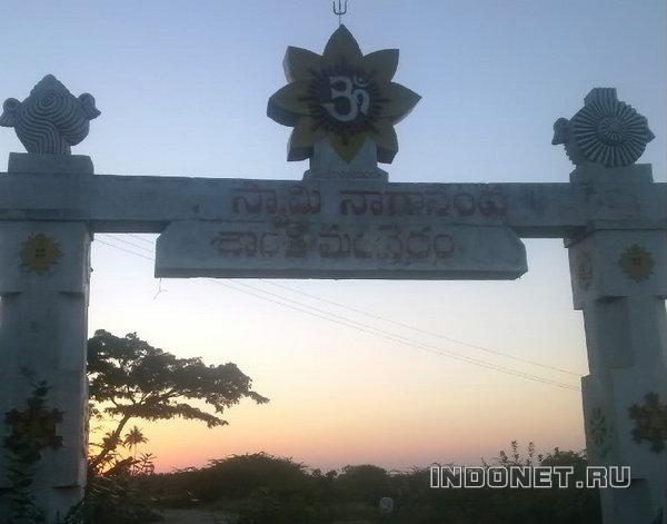 храм кали, вид из ворот на закат