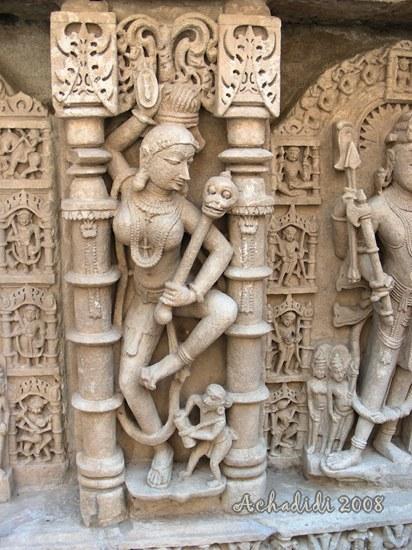 Скульптура Рани-ки вава в Патане